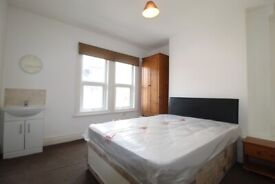 Large bedroom to rent in Roundhay - Bills Included