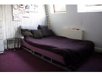 Creative house. Big room. Bills included. Central Line. Zone 2. 700pm