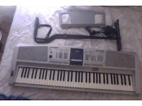 Yamaha DGX-305 Keyboard
