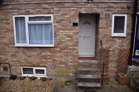 NEWLY DECORATED 2 BEDROOM FLAT IN PRIME LEIGHTON BUZZARD LOCATION, MINUTES FROM STATION TO LONDON!