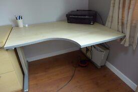 Corner desk for sale, good condition £30