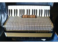 Hohner Musette 3 120 bass accordian in stunning condition with case