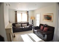 Stunning 3 Bed House / Private Drive-way & Garden / Barking Area / Available 10th October !!!