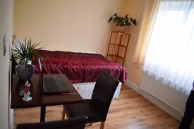 Nice double room West Acton - for a single or a couple