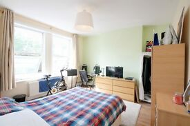 Large Three/Four bedroom flat available in Willesden Green