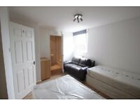 LOVELY EN-SUIT ROOM TO RENT IN ARCHWAY AREA GREAT LOCATION NEARBY THE TUBE STATION. 32S