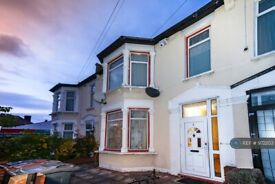 6 bedroom house in Cecil Avenue, Barking, IG11 (6 bed) (#972203)