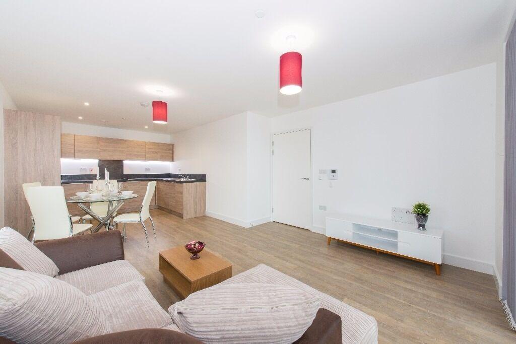 - Impressive 2bedroom 2bathroom property next to Surrey Quays Overground available NOW-