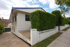 STUDENT ROOMS ONLY - SHORT WALK TO WEST END & SOUTHBANK! 2 ROOMS Highgate Hill Brisbane South West Preview