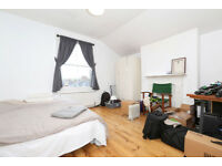 **PRICED TO RENT QUICKLY**Large & bright 2 double bed flat based minutes from Crouch End Broadway