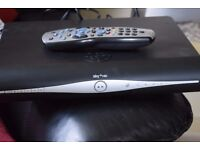 SKY PLUS HD WIFI BUILT IN WITH REMOTE/HDMI CABLE/POWER CABLE
