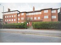 3 bedroom flat in Queens Road, Hendon, NW4