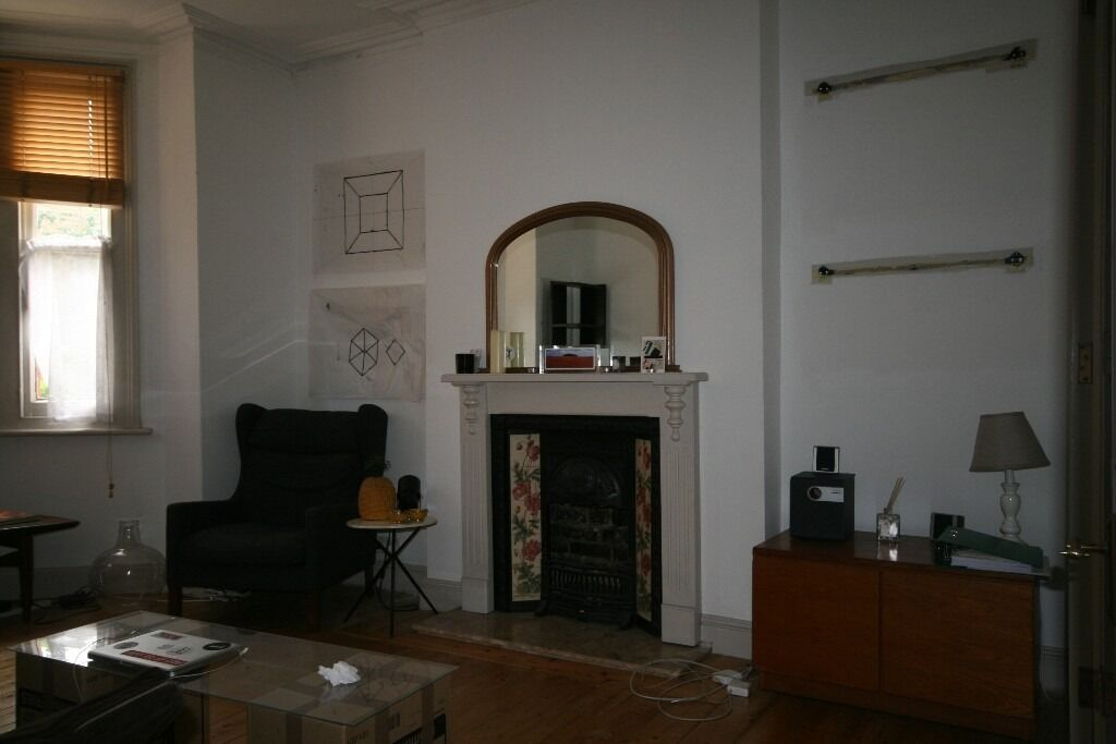 Spacious 2 bed - popular location £392pw