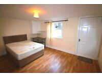 A well presented double room to rent in Reading, based five minutes away from Reading Town.