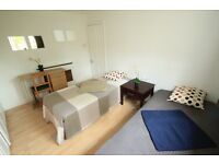 M/ Large twin/double room available in the heart of camden // 37A