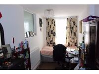 SPACIOUS 5 BEDROOM FLAT TO LET AVAILABLE NOW !! BEWARE OR BE SQUARED !! £1,975 Heathcote Ave, Ilford