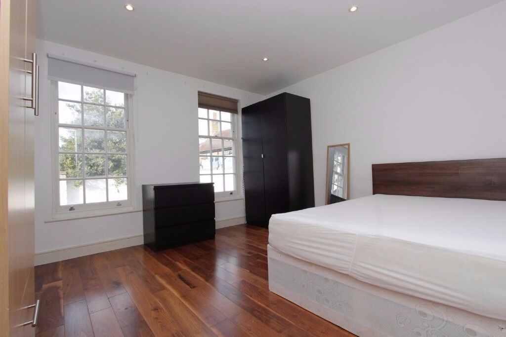 **MODERN Double room in MILE END ** CENTRAL LINE** All bills included & FREE cleaning service !!