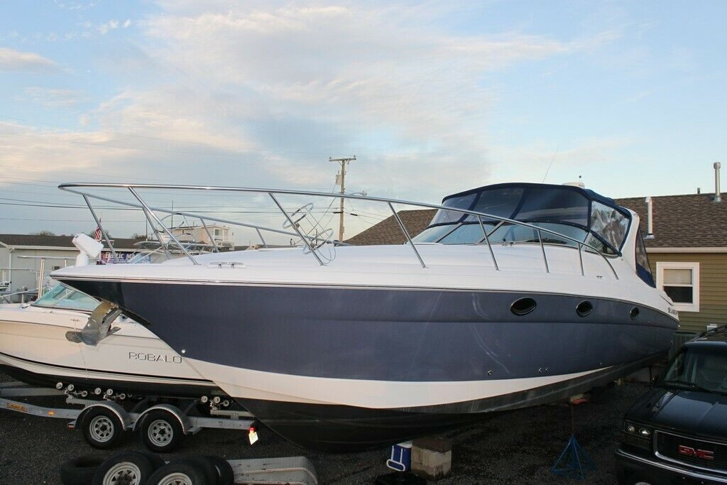 2005 Larson Cabrio 370 project damaged Clean title Low Reserve 05 cruiser boat
