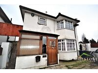 REFURBISHED 4 BEDROOM HOUSE - GREAT LOCATION - NW11 - TO LET - GREAT SPACE