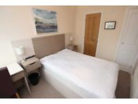 Stylish Double Room with En-suite located on Waverley Road in West Reading (RG30)