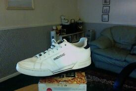 Rebok classic White trainers size 9 (used but in very good condition)