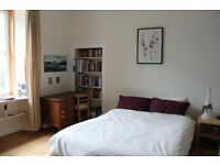 Lovely bright 2 bedroom flat available near Easter Road, available September