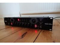 LINE 6 BASS POD PRO AMP SIMULATOR / EFFECTS PROCESSOR RACK