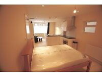 Brand New Studio Flats to Let, Fully Furnished, All Mod Cons, 2mins from High Street and Station