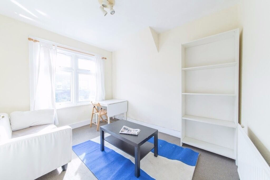 First Floor Apartment - Double Bedroom - Gas Central Heating - Furnished - Available Now - £1,100