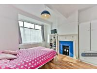1 bedroom in Woodmasterne Road, London, SW16