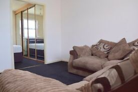 Ex Lrg Room , 1 stop from Victoria tram st ,