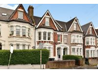 Stylish double bedroom top floor conversion flat available on Holmesdale Road