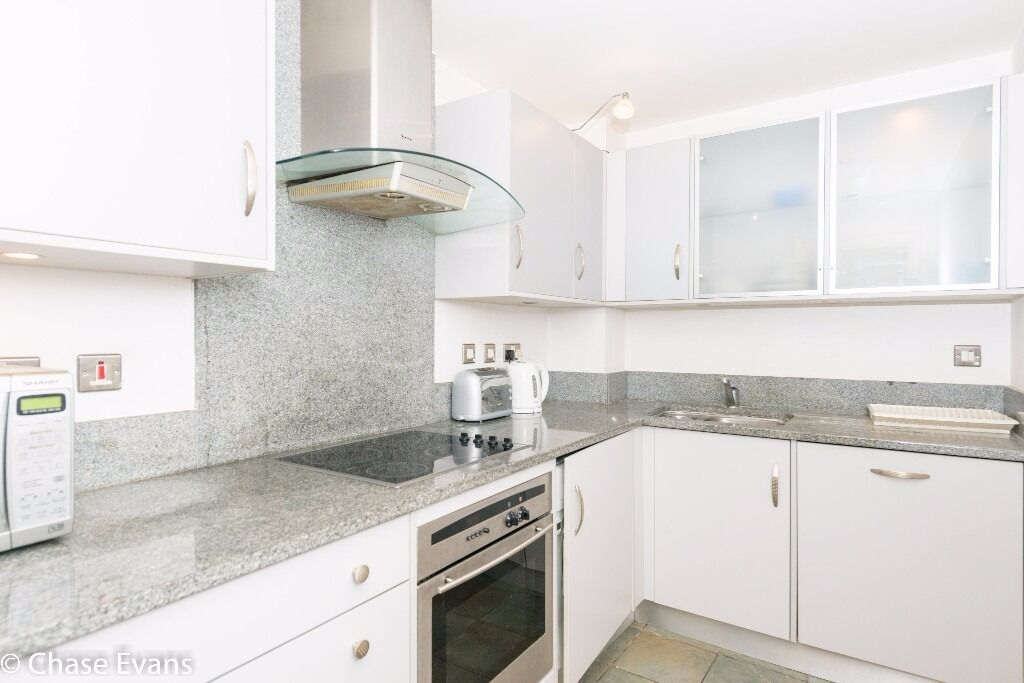 @ ST DAVIDS SQUARE - 1 BEDROOM APARTMENT - AMAZING RIVER VIEW - CANARY WHARF/ISLAND GARDEN!