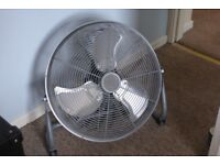 16 INCH HIGH QUALITY FLOOR STANDING FAN WITH 3 SPEEDS - VERY POWERFUL - MINT CONDITION