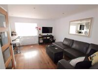 Modern 2 bedroom flat in East Ham available now part dss with guarantor acceptable