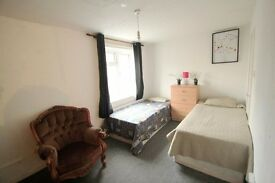 TWIN ROOM WITH GARDEN & LIVING-ROOM !! ALL BILLS INC! 5P