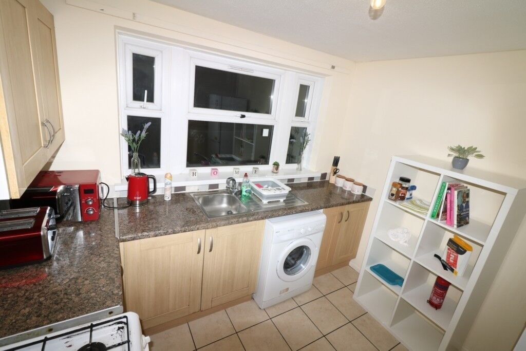 2 Bedroom House With Garden Mile End Station Contact  Available
