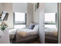 Luxury Spacious Ensuite Double Room in 2 bed flat, with wifi, gym, spa,near shops and station.Zone 2