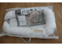 Sleepyhead deluxe+ pod baby bed 0-8 months + NEW unopened spare cover in white