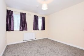East End Road - We are pleased to offer this newly refurbished 2 bed flat on for a great price.