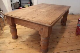 solid pine large coffee table to good conditionn