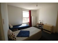 M/ Huge room available in Arsenal, very comfortable!! // 2A