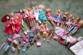 Bundle of barbies and accesories