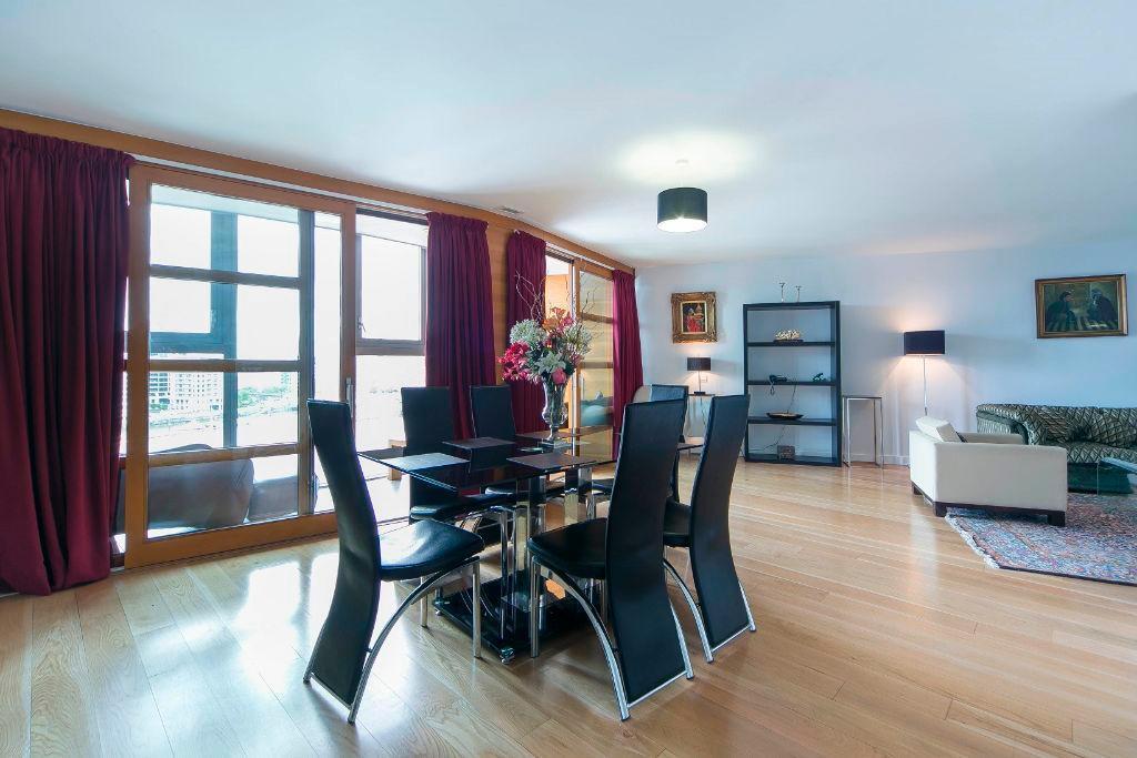 2 Bedroom 2 Bathroom Split Level Apartment with Great River Views Battersea