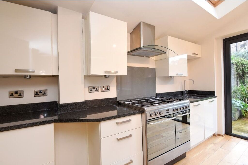 A Stunning Two Bedroom Ground Floor Conversion Flat On St James' Drive - £2250pcm