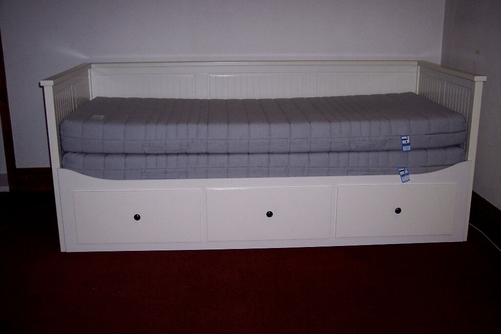 ikea hemnes day bed with 3 drawers 2 mattresses white in stocksfield northumberland gumtree. Black Bedroom Furniture Sets. Home Design Ideas