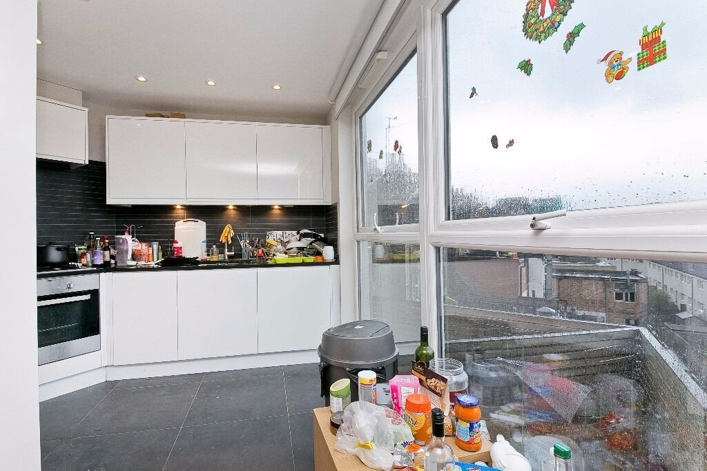 NEWLY DECORATED 2 DOUBLE BEDROOM APARTMENT MOMENTS FROM EUSTON STATION!! A MUST SEE!!