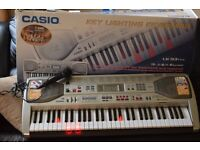 CASIO LK-93 KEY LIGHTING KEYBOARD WITH MIC/POWER ADAPTER/CAN SEE WORKING