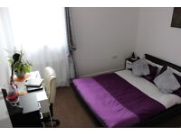 Double room for rent in 2 bedroom flat at Easter Road