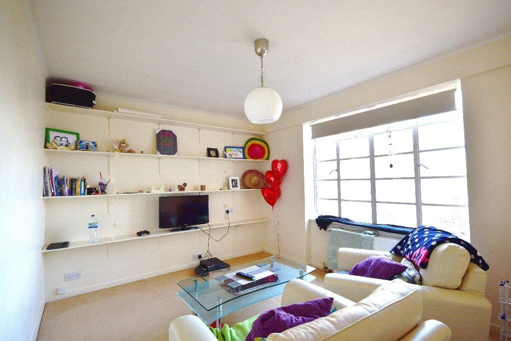 Newly refurbished one double bedroom flat on the 6th floor with lifts - 5 minutes to Westfield